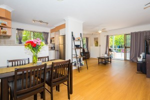 Immaculate Unit | Heart of CBD and walk to beach!