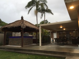 ENTERTAINERS FAMILY HOME PLUS TEENAGERS RETREAT