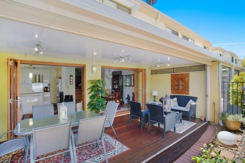 Elegant and immaculate Town House with Golf Course lifestyle