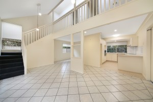 IMMACULATE AIR CON OPEN LIVING – WALK TO BEACH & PARKS